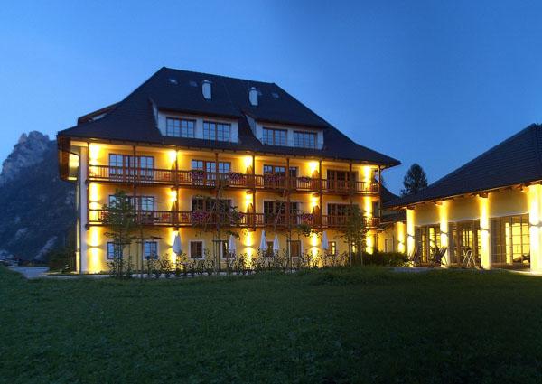 Ebensee erstes hotel mit hallenbad am traunsee a list for Design hotel salzkammergut