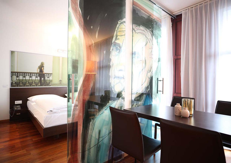 Arte Hotel Linz Zimmer Innenansicht