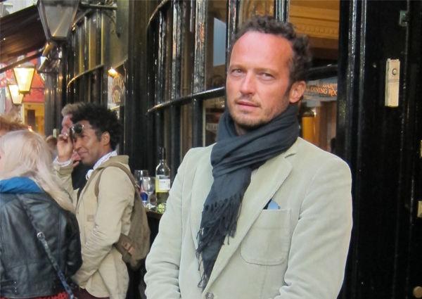 Axl Schreder Café Francais