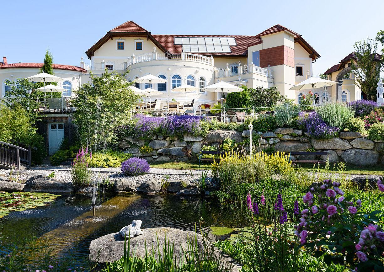 Bergergut Adulty only Hotel Mühlviertel Oberösterreich Aussenansicht Natur Garten
