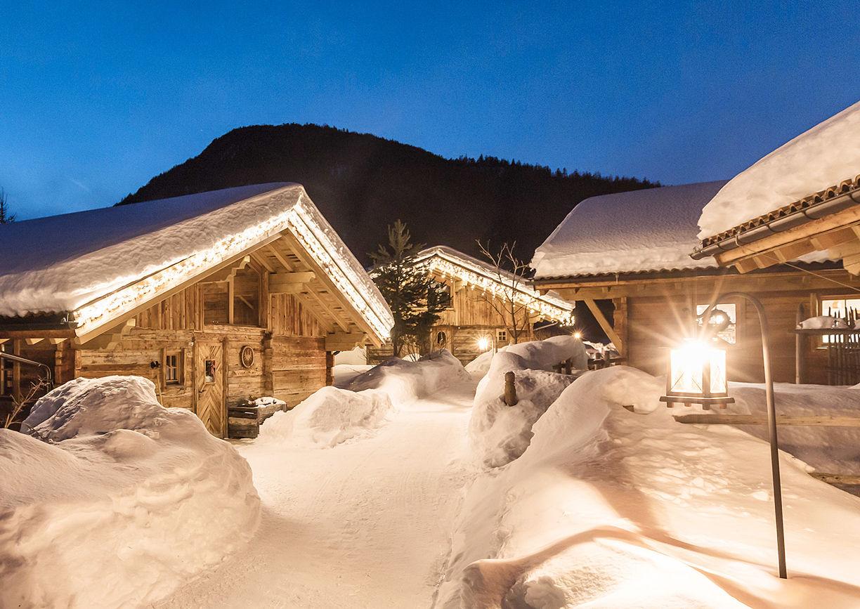 Chalet Resort LaPosch Tirol Winter Hideaway Schnee Nacht