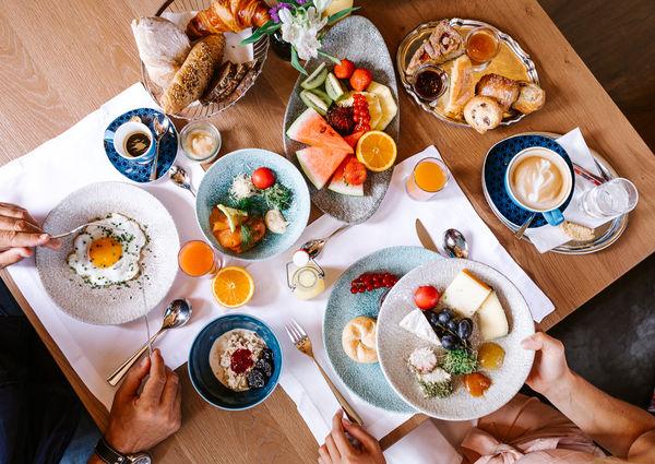 Das Edelweiss Salzburg Mountain Resort Foodie Frühstück Essen
