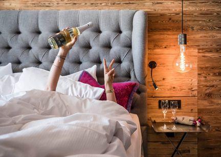 Eva Hotel Saalbach Hinterglemm Salzburger Land Innenansicht Zimmer