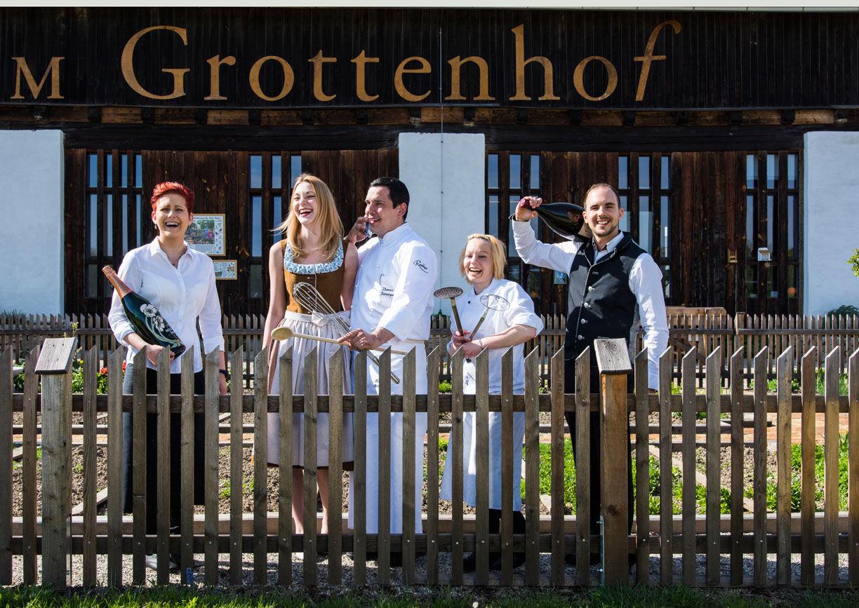 Haus, Menschen, Koch, Zaun, Gruppenfoto