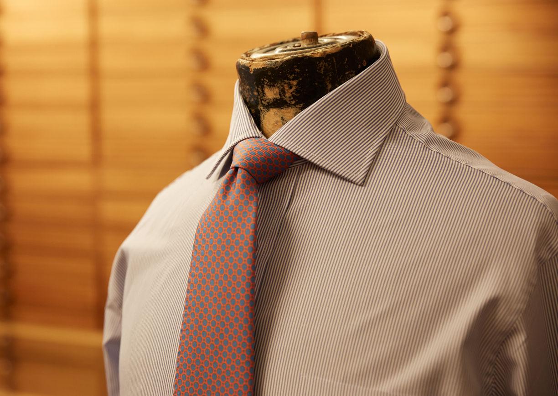 Hemd, Kravatte auf Schneiderpuppe