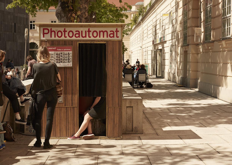 Holzhäuschen, Verschlag, Photoautomat, Menschen