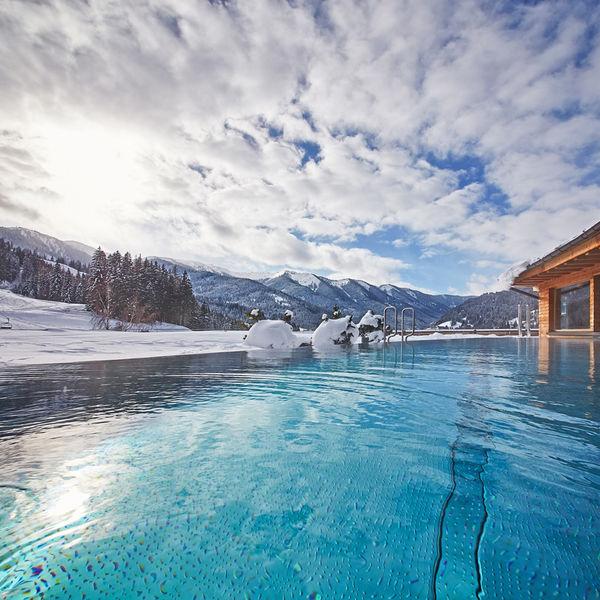 Holzhotel Forsthofalm Leogang Salzburger Land Spa Wellness Winter Rooftop Pool