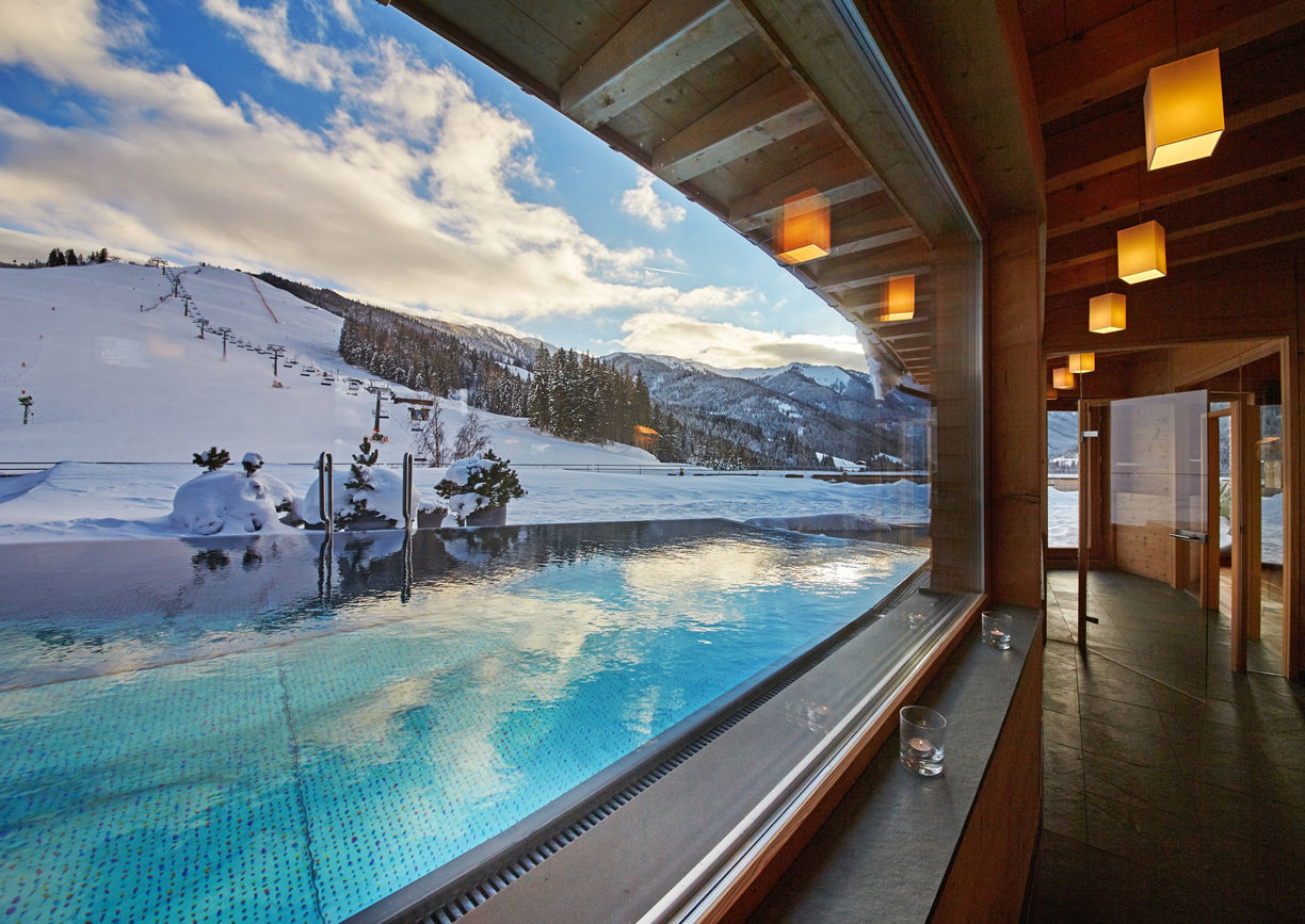 Holzhotel Forsthofalm Leogang Salzburger Land Winter Ski Rooftop Pool