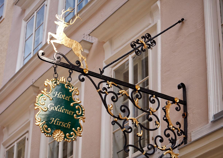 Hotel Goldener Hirsch Salzburg Getreidegasse Aussenansicht Schild Geschichte