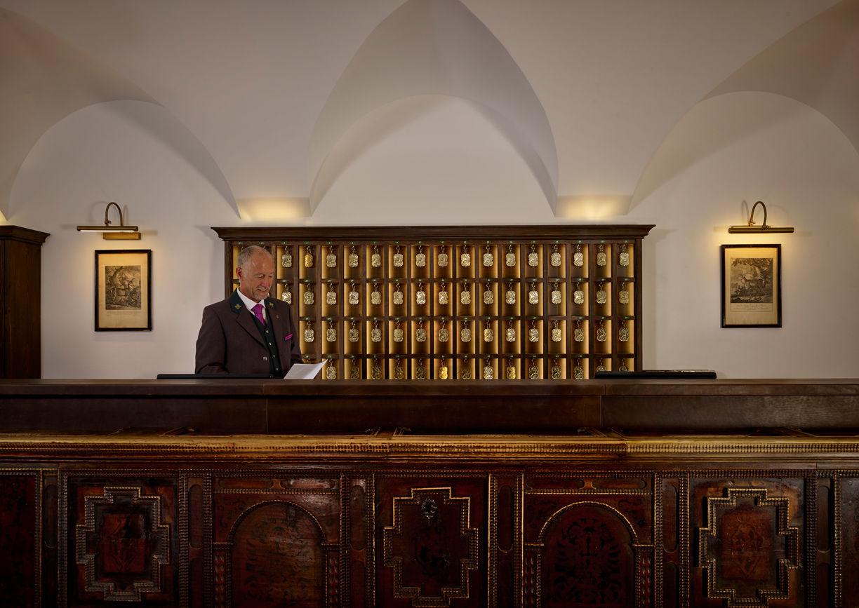 Hotel Goldener Hirsch Salzburg Getreidegasse Rezeption