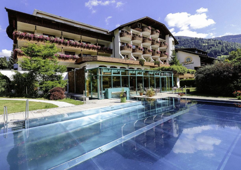 Hotel Kolmhof Bad Kleinkirchheim Aussenansicht Sommer Pool