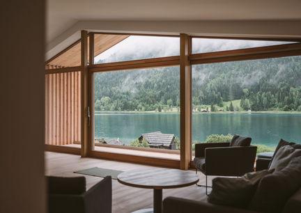 Hotel Neusacherhof Weissensee Kaernten Apartments Innenansicht Aussicht