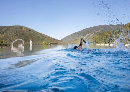 Hotel Pierer Aussenansicht mit Pool