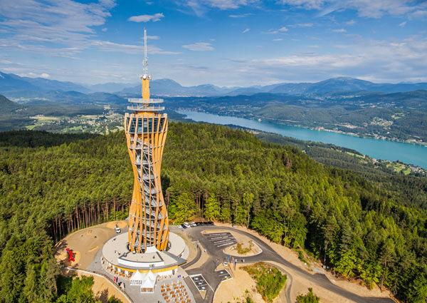 Aussichtsturm Pyramidenkogel (c Tine Steinthaler/Kärnten Werbung)