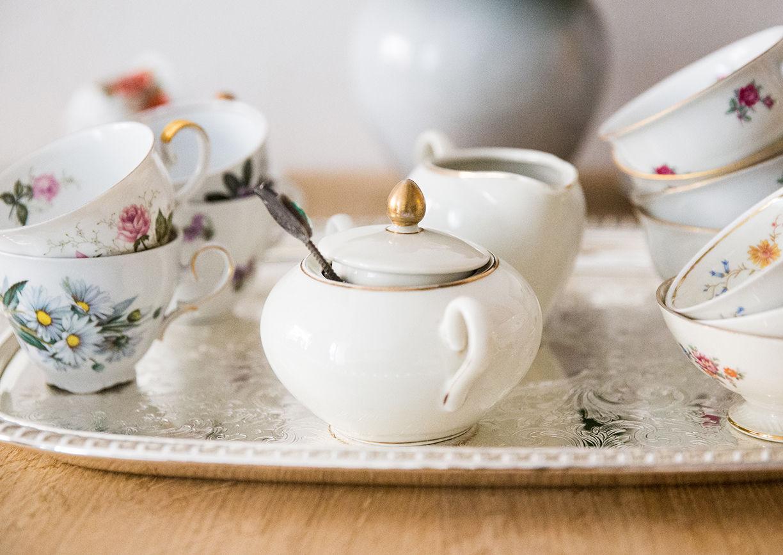 Omas Teekanne Graz Nikolaiplatz Vintage Teebar Accessoires Kuchen Jause