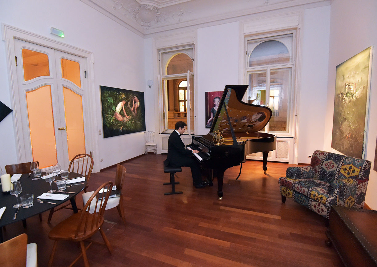One of One Wien Seilerstätte Steinway Piano Lounge