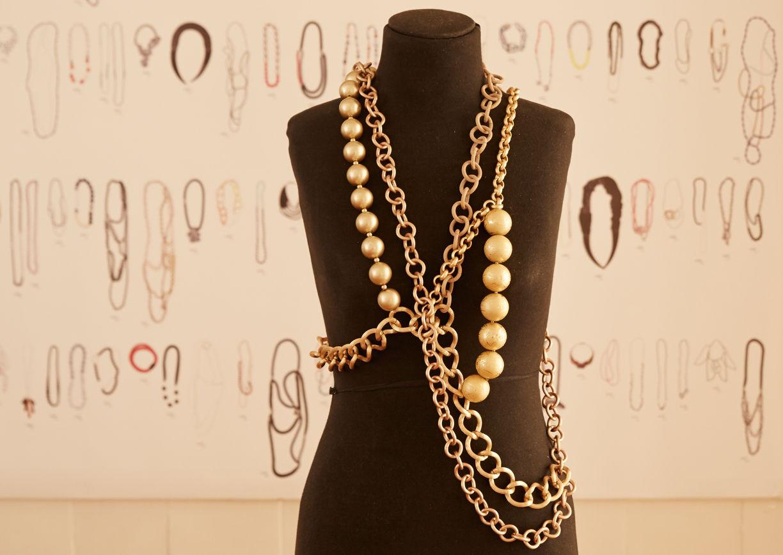 Perlenkette auf Schneiderpuppe