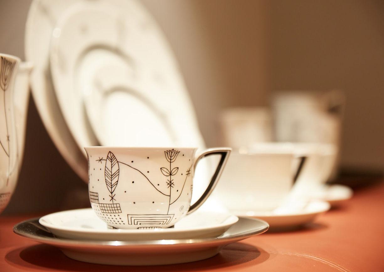 Porzellan Service, Tasse, Teller, schwarz-weiß Muster