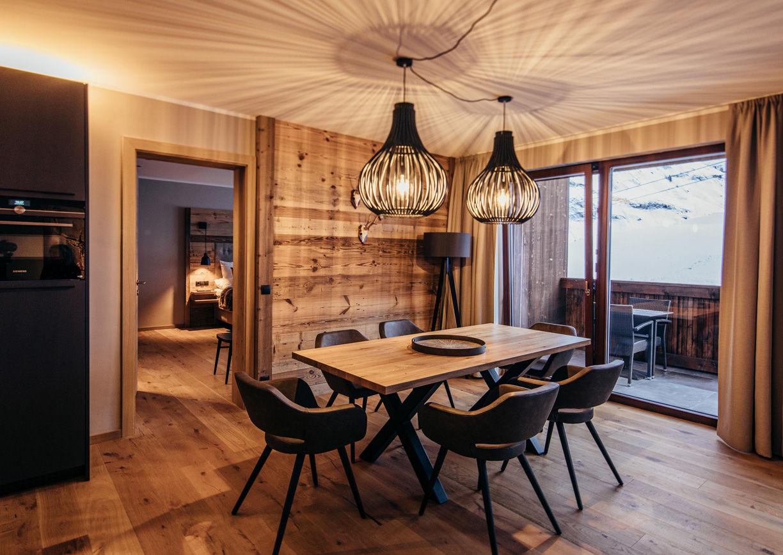 Pure Resort Warth Hotel Vorarlberg Arlberg Apartment Innenansicht Küche Esstisch