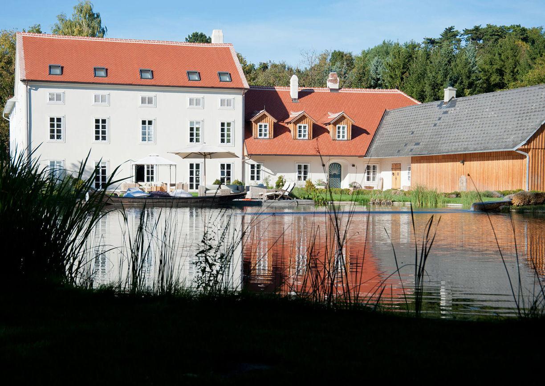 Refugium Bergmühle Waldviertel Aussenansicht Schwimmteich