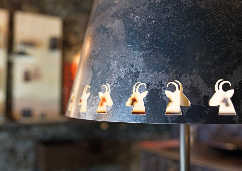 Schmiede Steidl Innervillgraten Osttirol Lampe