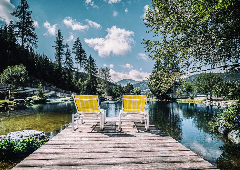 Uebergossene Alm Hotel Dienten am Hochkoenig Salzburger Land Liege Teich See