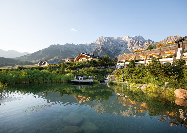 Uebergossene Alm Hotel Dienten am Hochkoenig Salzburger Land Natur Teich