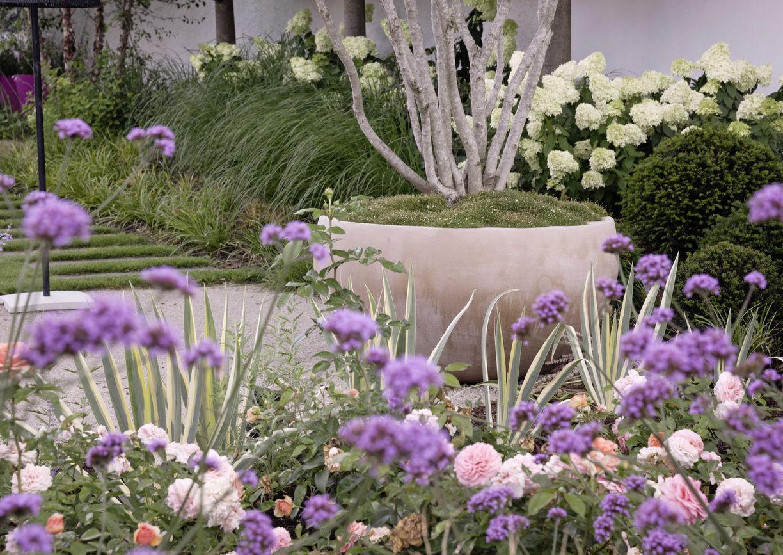 üppige Pflanzflächen Garten