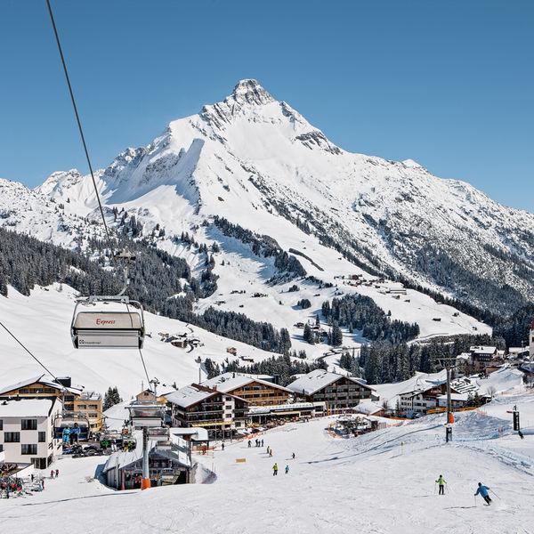Warther Hof Wellness Hotel Spa Warth am Arlberg Vorarlberg Aussenansicht Winter Ski