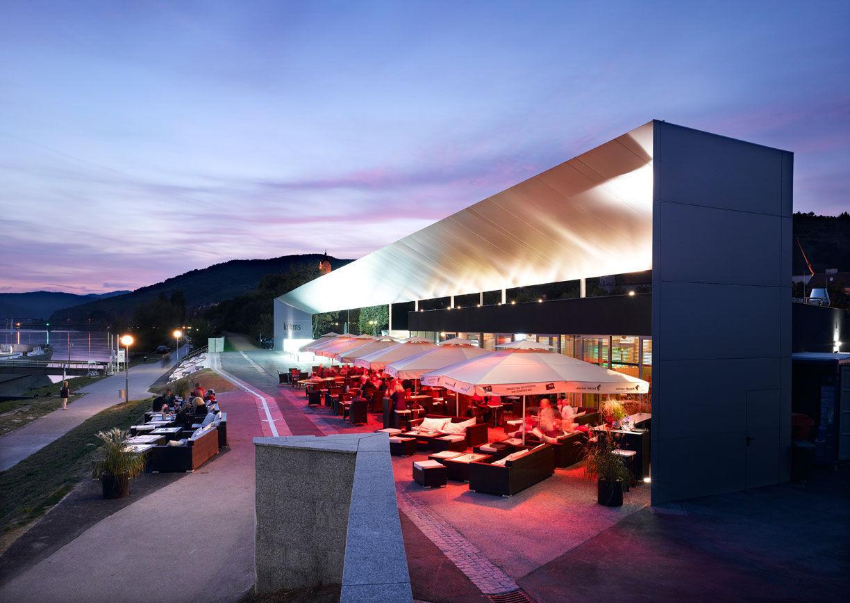 Wellenspiel Restaurant Wachau Donau Aussenansicht