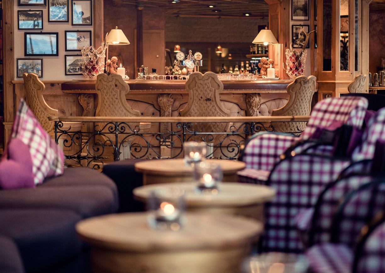 Wellness Hotel Engel Tirol Tannheimer Tal Grän Restaurant Bar Innenansicht