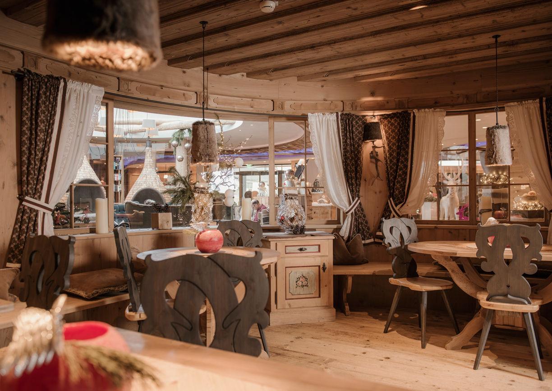 Wellness Hotel Engel Tirol Tannheimer Tal Grän Restaurant Stube