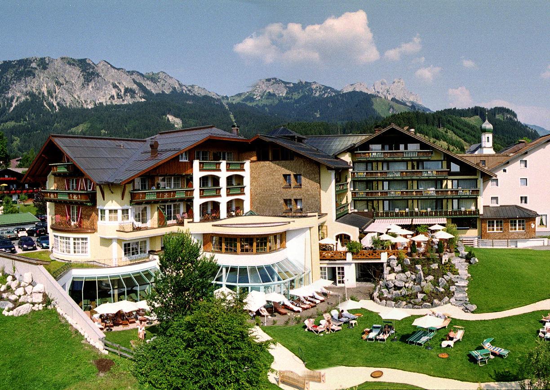 Wellness Hotel Engel Tirol Tannheimer Tal Grän Sommer Aussenansicht