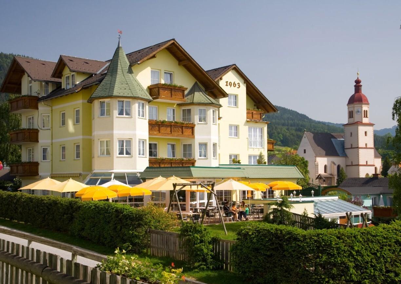 Familienhotel Herbst Almenland Steiermark Aussenansicht