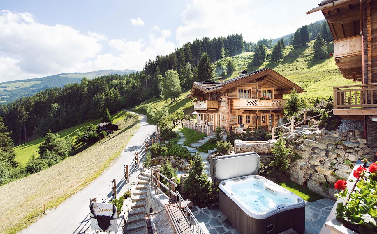 Sporer Alm Chalets Hotel Zillertal Tirol Aussenansicht Winter