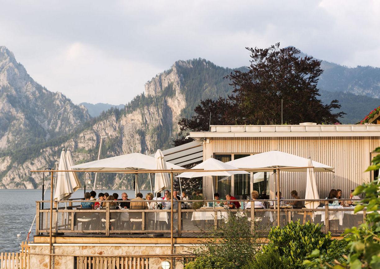 Gourmet Restaurant Bootshaus Oberösterreich Seehotel Das Traunsee Aussenansicht Terrasse