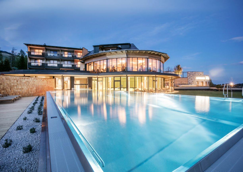 Hotel Pierer Teichalm Steiermark Aussenansicht Pool