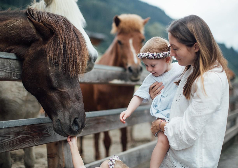 Moar Gut Großarl Salzburg Mama Kind Pferd